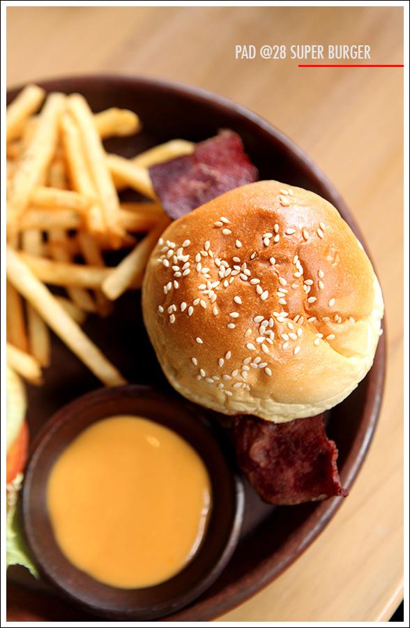 Pad @28 Burger